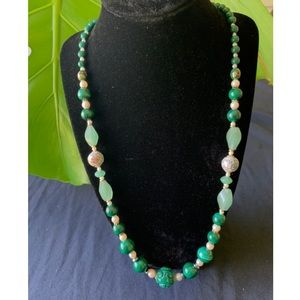 Jewelry - Vintage Chinese jade bead necklace